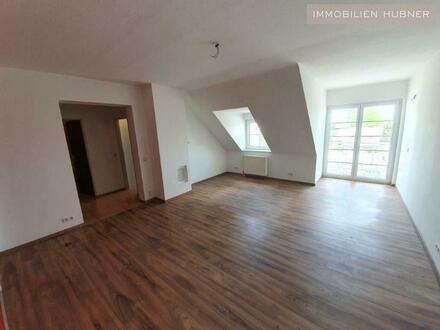 Schicke DG-Single-Wohnung mit Balkon - TOP Infrastruktur - unbefristet