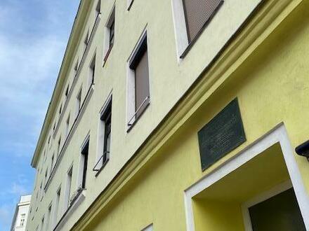 Altbauwohnung mit Potenzial für Ideen/3 Zimmer