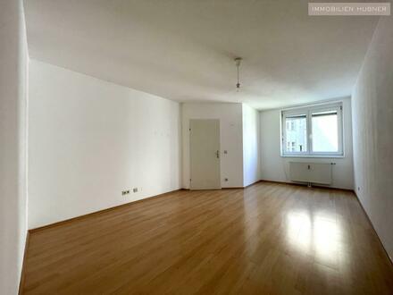 HOFSEITIG und RUHIG!!! 2 große Zimmer, alle Räume zentral begehbar!
