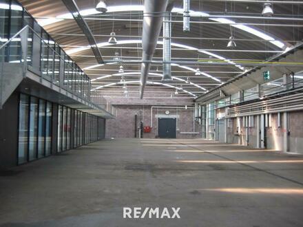 Gewerbehalle mit Büroräumen