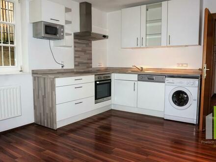 Gut geschnittene 2 Zimmerwohnung mit großer Wohn / Essküche mit tollem Badezimmer / Ideal für 2er WG