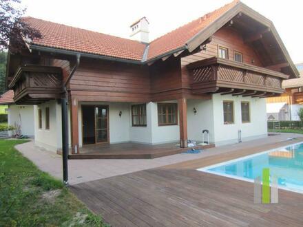 Exklusives Einfamilienhaus mit Pool und Gebirgsblick