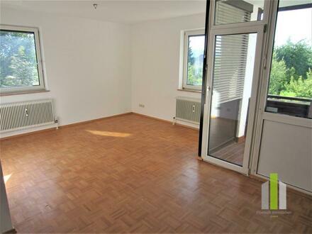 Top Lage: helle 3 Zi-Wohnung mit Loggia und Carport