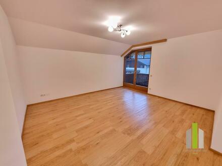 Helle 2 Zi-Wohnung mit Balkon und TG