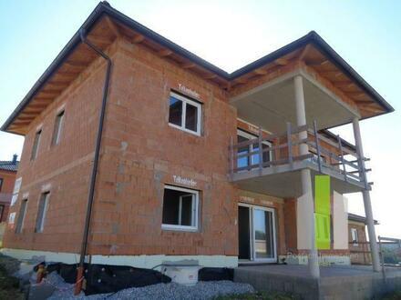 Erstbezug - Wohnung im OG mit großer Terrasse und Garage