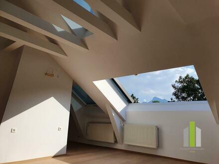 Aigen: Stylische Dachgeschoßwohnung