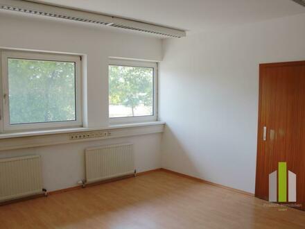 Ideales Bürozimmer mit Lagermöglichkeiten in Salzburg Nord/Bergheim
