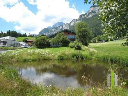Traumhaft schönes Grundstück an einem Teich und am Fuße des Wilden Kaiser Gebirges (Niederkaiser)