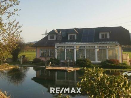 Traumhafte Villa mit 3 Wohneinheiten, Gartenanlage und großer (120m²) Garage
