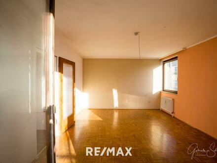 Sanierungsbedürftige 3-Zimmer Wohnung mit 2 Balkonen in Aigen
