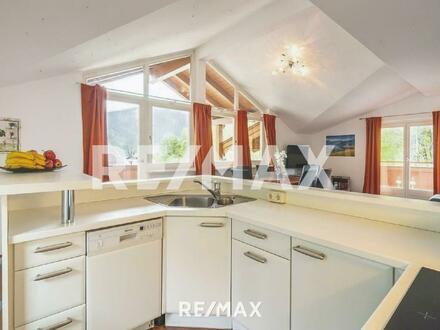 Luxus Pur! 4-Zimmer Dachgeschoßwohnung mit Blick auf die umliegende Bergwelt - Seenähe!