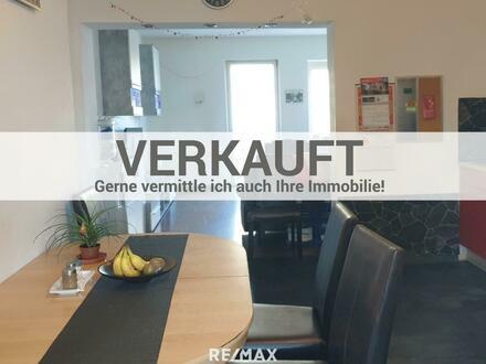 Eigentumswohnung mit Garten + Garage + Parkplatz + Schuppen + Kellerabteil + Dachboden + Balkon