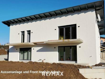 Neubauwohnung mit Terrasse und kleinem Garten - zentral in Eggelsberg