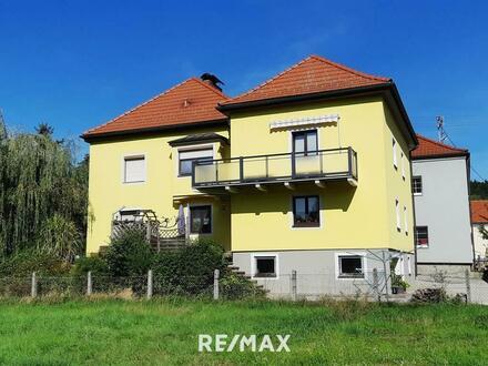 Schönes und sehr gepflegtes Zweifamilienhaus im Zentrum von Eggelsberg