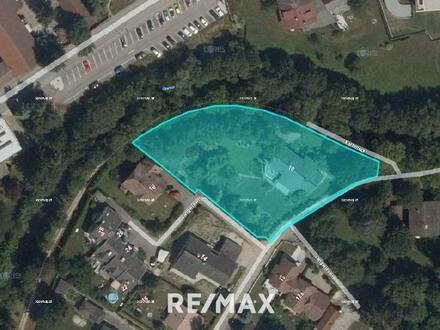 Provisionsfrei für den Käufer - Baugrundstück für Bauträger oder privaten Bauherren, der einen großen Garten sucht.