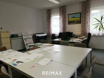 Büros mit Nutzungsmöglichkeit einer Schlosserei und Lagerflächen