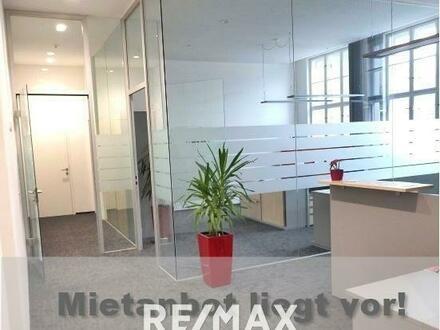 Große offene Büroetage mit Lift