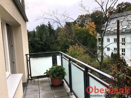 Großzügige WG - taugliche Wohnung inkl. 2 Balkonen und Hallenbad in sehr beliebter Lage