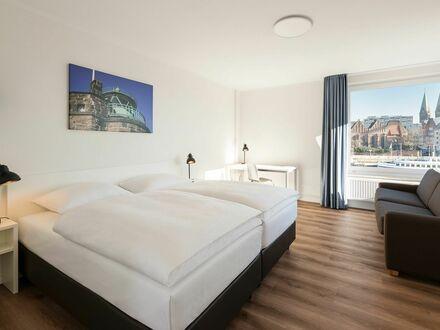 Modernes Studio für bis zu 2 Personen + 2 Kinder am Weserufer mit Panoramablick auf die historische Altstadt, direkt im Zentrum…