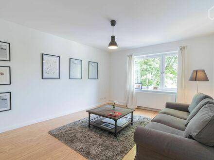 Modern möblierte 2-Zimmer Wohnung Nähe Stadtpark Winterhude Hamburg - mit Badewanne | Charming 2-room Apartment close to…
