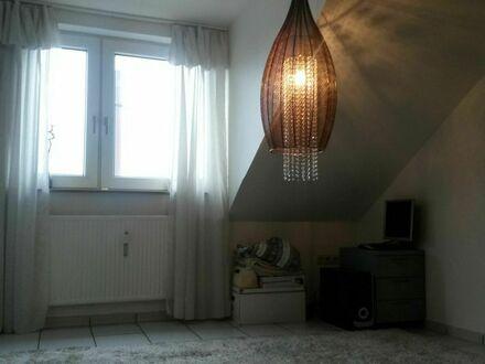 Helle, ruhige und hochwertige 4 Zimmer DG-WG mit Balkon & EBK in Gelsenkirchen | Cute & cozy loft