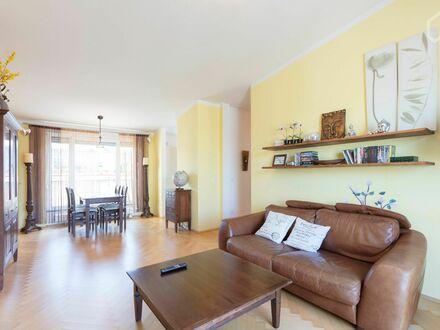 Neuwertige 3-Zimmer-Dachterrassenwohnung in Kirchtrudering | Charming and beautiful flat in München