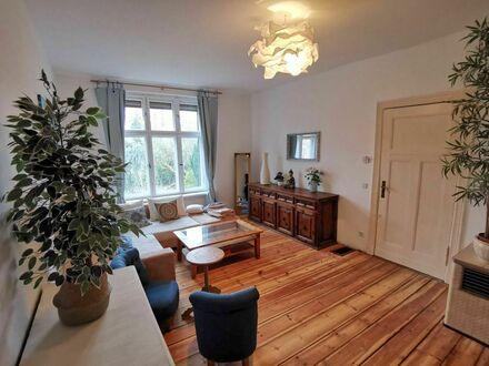 Wunderbar gemütliches Apartment im freistehender Altbauvilla. | Wonderfully cosy apartment in a detached old villa.