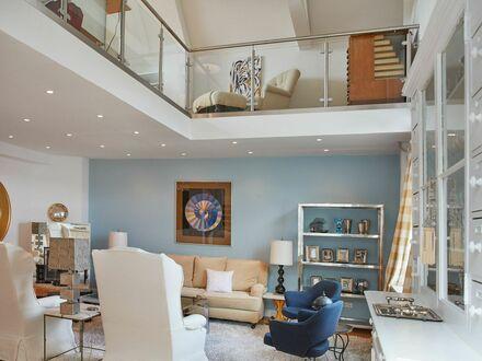 Großzügige Maisonette-Wohnung m riesege Terrasse direkt am Ku'Damm | Spacious attic apartment w/ big rooftop terrace at Ku'Damm