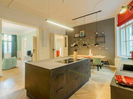 Gründerzeit Altbauwohnung in attraktiver Lage in Kreuzberg (180 m2) | Newly refurbished period apartment in the heart of…