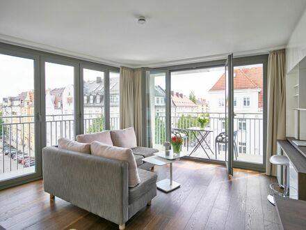 Luxuriöse 2-Zi Wohnung mit Balkon über den Dächern Münchens   Beautiful centrally located luxurious apartment in Bogenhausen…