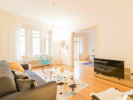 Schöne und große Wohnung in der Nähe des Stadtzentrums und der Alster | Large apartment near city center and Alster lake