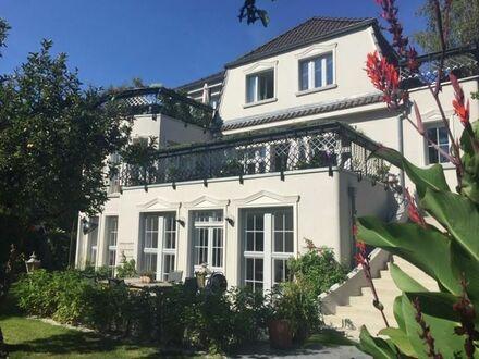 Stilvolles, wunderschönes Apartment in alter Villa direkt am Wasser | Beautiful, charming apartment in old villa directiy…