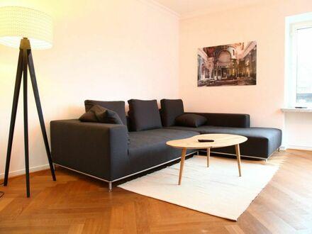 Möblierte denkmalgeschützte Altbauwohnung in Beletage in Golzheim | Wonderful suite located in Düsseldorf