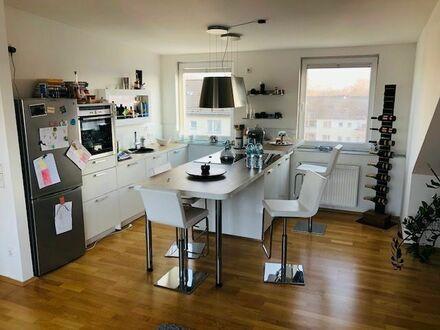 Repräsentative traumhafte 2-Zimmer-Wohnung mit Dachterrasse | Gorgeous apartment in Düsseldorf near fair and city centre