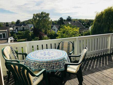 2 Etagen mit schöner Sonnenterasse, kostenfrei parken, S-Bahn in 950 m   Wonderful & bright duplex with sunny balcony, all…