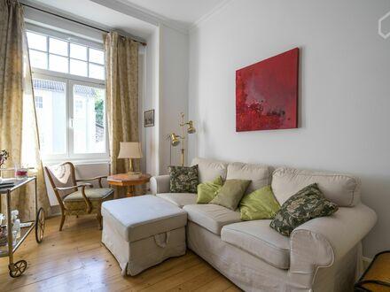 Stilvoll, modern, zentral gelegen: Wunderschöne 2-Zimmer-Wohnung in Frankfurter Stilaltbau + E-Roller   Stylish and modern-antique…
