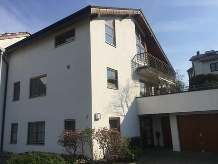 Modern möbliertes Apartment in ruhiger Anliegerstraße (Esslingen am Neckar) | Modern furnished apartment in silent area (Esslingen…