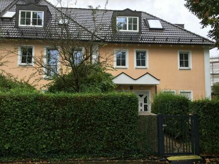 Sonnige Stadtvilla m. 2 Balkonen, 20m Zur U-Bahn !, kostenlose Parkplätze, 1x Tiefgaragen-Stellplatz   Sunny city villa w.…
