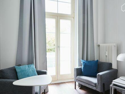 Erstbezug nach Renovierung: modern möblierte, helle Balkonwohnung im Szeneviertel Pempelfort | Newly renovated and fully…
