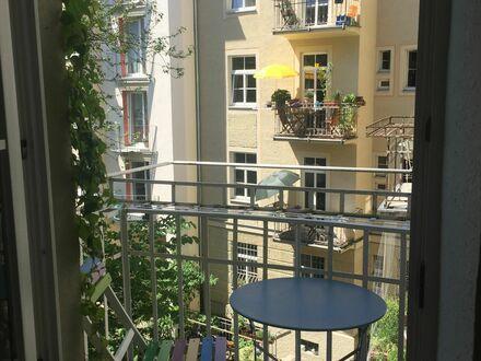 Charmante, sehr schöne, ruhige Jugendstilwohnung, voll möbliert, zentral | Charming, very nice, quiet Art Nouveau apartment,…