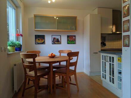 Großzügige, modern möblierte Wohnung mit WLAN, Tiefgaragenstellplatz und Garten | Spacious and modern apartment with WiFi,…