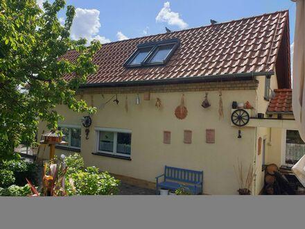 Möbliertes Gästehaus mit Wintergarten in ruhiger Siedlung im SW von Leipzig | Beautiful furnished guest house with an apartment…