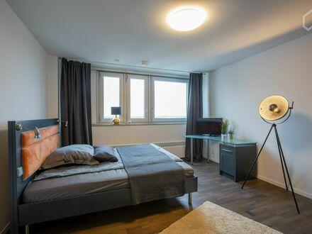 Modernes Apartment mit Swimmingpool und Pförtner in Köln/Neuehrenfeld nähe Mediapark | Modern Apartment with Swimming Pool…