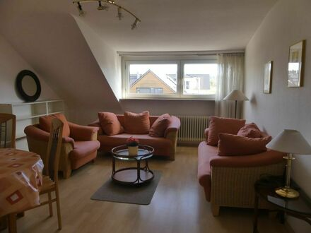 Schöne 3-Zimmer-Dachgeschosswohnung mit Blick ins Grüne | Beautiful 3 room attic apartment with view into the greenery
