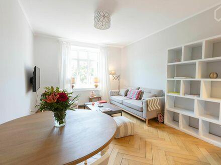 Traumhafte, zentrale 2-Zimmer Altbau-Wohnung in Münchens historischem Dreimühlenviertel | Dreamlike, central 2 room old building…