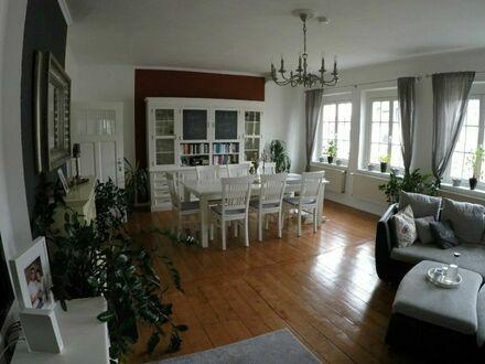 Wunderschöne Altbau Maisonette Wohnung mit großer Dachterrasse | Beautiful old building maisonette apartment with large roof…