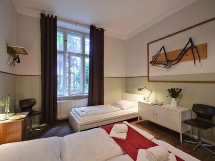 3-Zimmer-Wohnung mit 2 Bädern | 2-Bedroom Apt w/ 2 Bathrooms + Living Room
