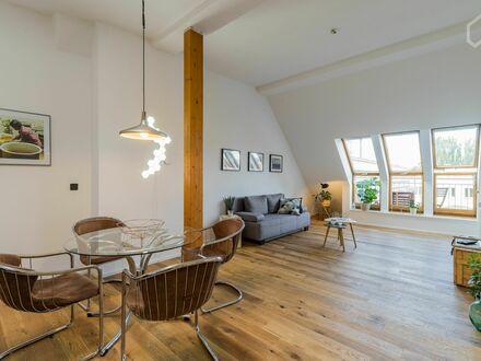 Modernes 2-Zi Dachgeschoss im Altbau ruhig & zentral in Friedrichshain mit Balkon | Modern 2-room attic flat quiet & central…