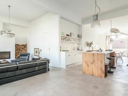 Ausgefallenes Loft mit Kamin und zwei Balkonen | Great studio loft with fireplace and two balconies
