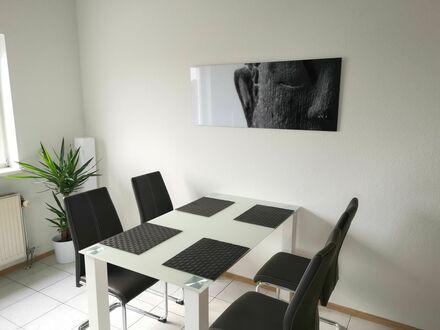 Helle 2-Zimmer DG-Wohnung - voll möbliert - auf Zeit (ab 08/19) | Bright 2-room Apartment - fully furnished - 6-9 month time…